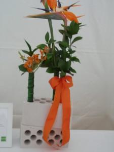 Blumendekoration anläßlich einer Grundsteinlegung
